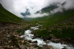 Eiskalter Fluss an den Hochländern Lizenzfreie Stockfotos