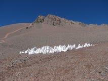 Eisklumpen aus den Grund in den Bergen Stockfoto