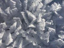 Eiskristalle auf Schnee stockbild