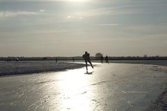 Eislauf auf natürliches Eis in den Niederlanden Stockfotografie