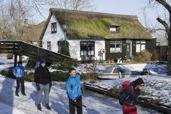 Eislauf in den Niederlanden in Giethoorn Lizenzfreie Stockfotos