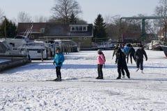 Eislauf in den Niederlanden in Giethoorn Stockbild