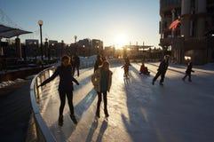 Eislauf Ende des Nachmittages Stockbild