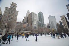 Eislauf in im Stadtzentrum gelegenem Chicago Stockfotografie