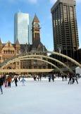 Eislauf in im Stadtzentrum gelegenes Toronto Stockfotografie