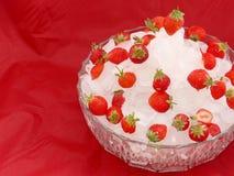Eisschüssel und -erdbeeren Lizenzfreie Stockfotografie
