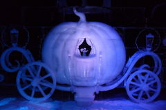 Eisskulptur von Karikatur Disneys Aschenputtel lizenzfreies stockfoto