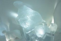 Eisskulpturen im icehotel Stockfotos