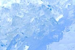 Eiswürfel in der blauen Leuchte Lizenzfreie Stockfotos