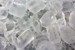 Eiswürfel in einem Eimer Kühlraum lizenzfreie stockfotos