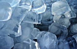 Eiswürfelhintergrund Stockfotos
