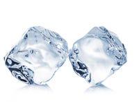 Eiswürfelnahaufnahme auf weißem Hintergrund Ausschnittsklapse Stockfotografie