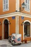 Eiswagen an der Stra?enecke in Korfu, alte Stadt stockbilder