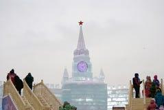 Eiszahlen in Moskau Modell Moskaus der Kreml gemacht vom Eis Lizenzfreies Stockbild