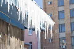 Eiszapfen auf der Sonne Lizenzfreie Stockfotos