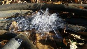 Eiszapfen aus den Grund lizenzfreies stockbild