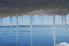 Eiszapfen durch das Meer Lizenzfreies Stockbild