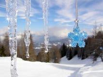 Eiszapfen mit Swarovski Kristallstern Stockbilder