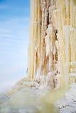 Eiszapfen nähern sich dem Waßerturm im Dorf Stockbilder