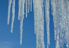 Eiszapfenwintereis-Himmelfall Lizenzfreie Stockfotografie
