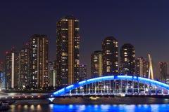 Eitai most Rivercity 21 w Tokio przy półmrokiem i Okawabata Zdjęcia Royalty Free