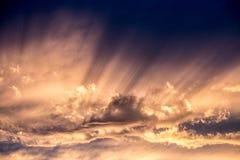 Eixos da luz solar, noite, por do sol fotos de stock royalty free