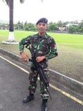 Ejército del asaltante entrenado para la lucha cuerpo a cuerpo foto de archivo libre de regalías