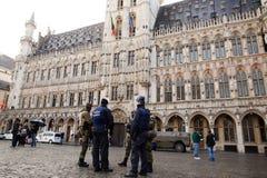 Ejército y policía de Bélgica en el centro de ciudad de Bruselas el 23 de noviembre de 2015 Fotografía de archivo