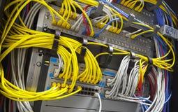 Eje de la red grande y cables conectados Fotografía de archivo