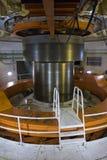 Eje de la turbina la planta hidroeléctrica del itaipu - vertical fotografía de archivo