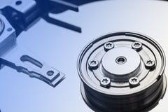 Eje y placa HDD abierto con color azul de la pendiente Fotografía de archivo libre de regalías