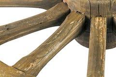 Eje y rayos de la rueda de carro ornamental resistida de madera Fotos de archivo libres de regalías