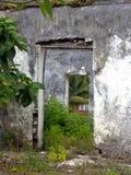 Ejecútese abajo de casa Foto de archivo libre de regalías