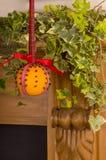 Ejecución anaranjada de Christingle en un anillo del fuego Imágenes de archivo libres de regalías