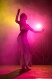 Ejecución de la bailarina de la danza del vientre Imagen de archivo