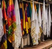 Ejecución de la bufanda en la tienda Fotos de archivo
