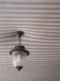 Ejecución de la lámpara en el toldo Fotografía de archivo libre de regalías