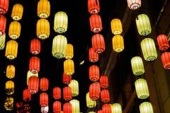 Ejecución de la linterna en la calle Fotos de archivo libres de regalías
