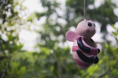 Ejecución de la maceta de la abeja con la cuerda Foto de archivo