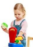 Ejecución de la niña en la fruta de la balanza Fotos de archivo