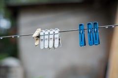 Ejecución de la ropa interior de los tenedores en un hilo Foto de archivo libre de regalías