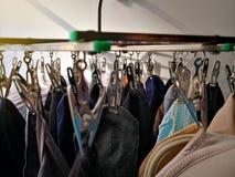 Ejecución de la ropa interior del calcetín de Underware en línea de ropa con el ligh moning Imagenes de archivo