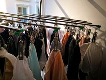 Ejecución de la ropa interior del calcetín de Underware en línea de ropa con el ligh moning Fotografía de archivo