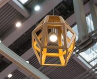 Ejecución de madera de la lámpara Fotografía de archivo