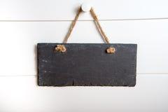 Ejecución de piedra de la muestra en puerta Imágenes de archivo libres de regalías