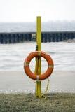 Ejecución del anillo del conservante de vida del polo amarillo de la emergencia en vacío fotografía de archivo libre de regalías