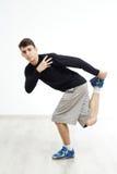 Ejecución del bailarín del hip-hop aislada sobre el fondo blanco Foto de archivo