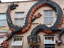 Ejecución grande del dragón en una pared fotografía de archivo libre de regalías