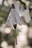 ejecución miniatura del paraguas del papel japonés del árbol Foto de archivo