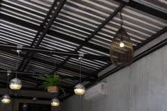Ejecución moderna de la lámpara en techo Fotografía de archivo